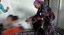 ANGELİNA JOLİE - BM İyi Niyet Elçisi Jolie, Suriyeli Mültecilerin Yaşadığı Kampı Ziyaret Etti