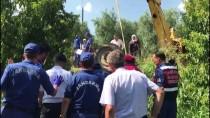 İŞ MAKİNESİ - Bursa'da Traktör Devrildi Açıklaması 1 Ölü