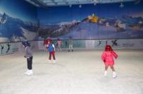 BUZ PATENİ - Çocukların Buz Pistinde Keyifli Eğitimi