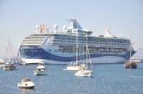 DISCOVERY - Gemiden İnen Turistler Alışverişe Koştu