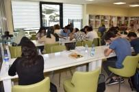 ÖĞRENCİLER - Gençlerin İsteği Üzerine 24 Saat Hizmet Veren Kütüphane