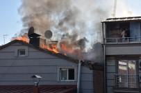 DOĞALGAZ BORUSU - İş Hanının Çatısında Çıkan Yangın Korkuttu
