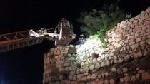 Kalenin Surlarında Mahsur Kalan Gençleri İtfaiye Kurtardı