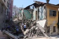KİREMİTHANE - Mersin'de Kullanılmayan 2 Katlı Bina Çöktü