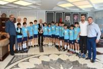 FUTBOL TAKIMI - Şampiyon Takım, Başkan Tekintaş'ı Ziyaret Etti