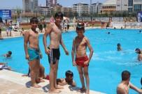 CANKURTARAN - Siverek'te Sıcaklar Artıkça Yüzme Havuzlarına İlgi Artıyor