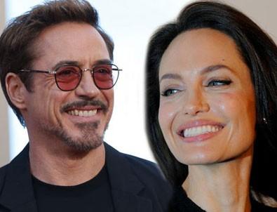 Angelina Jolie ile Robert Downey Jr aşk mı yaşıyor?
