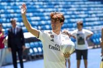 REAL MADRID - Genç Yıldız Real Madrid'e İmzayı Attı