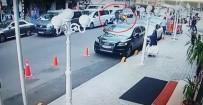 KAĞIT TOPLAYICISI - Kapkaççılara 170 Bin Dolarlık Tekme Kamerada