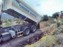YUNUSEMRE - Köseler'in Arazi Yolları Düzenleniyor