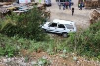 FABRIKA - Ters Yönde Gelen Tırın Sıkıştırdığı Otomobil Şarampole Yuvarlandı