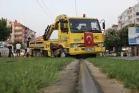 KıŞLA - 'U' Dönüşü Yapmak İsteyen Kurtarıcı, Tramvay Seferlerini 1 Saat Aksattı