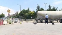 MOTOSİKLET SÜRÜCÜSÜ - Üsküdar'da Trafik Kazası  Açıklaması 1 Ölü