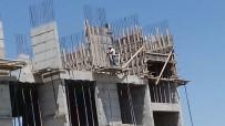 GÜVENLİK ÖNLEMİ - Ağrı'da İnşaat İşçisinin 6'Ncı Katta Tehlikeli Çalışması