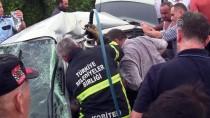 Araçta Sıkışan Sürücü Bir Saatlik Çalışma Sonrası Kurtarıldı