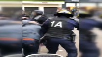 KAMU ÇALIŞANI - Fransa'da Macron'un Güvenlik Danışmanı Polis Kılığında Eylemci Dövdü