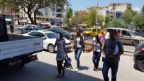 MOBESE - Hırsızlık Şüphelisi 2 Kadın Mobese Kamerasına Takıldı