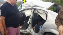 DÜZCE ÜNİVERSİTESİ - Kamyonla Otomobil Çarpıştı Açıklaması 3 Yaralı