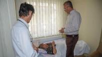 MECIDIYE - Karacabey'de 'Mobil Başkan Ekibi' Felçli Vatandaşa Yardım Elini Uzattı