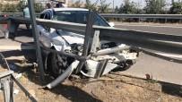 Şanlıurfa'da Otomobil Bariyere Çarptı Açıklaması 5'İ Çocuk 7 Yaralı
