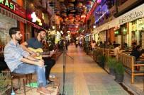 KıZıLAY - Şemsiyeli Sokak'ta Canlı Müzik Hizmeti