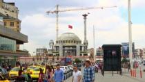 TAKSIM MEYDANı - Taksim Camisi'nin Minaresi Yükseliyor