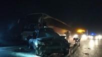 YOLCU OTOBÜSÜ - TEM'de Yolcu Otobüsü Lastiği Patlayan Otomobile Çarptı Açıklaması 3 Yaralı