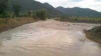 SAĞANAK YAĞIŞ - Tosya'da Şiddetli Yağmur Sonrası Köy Yolları Kapandı