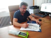 KARİKATÜR - Yaptığı Kara Kalem Resim Ve Karikatürler Büyük İlgi Görüyor