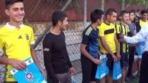 Yüksekova'da Polislerle Öğrenciler Futbol Oynadı