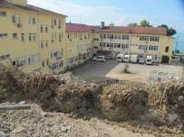 İSMAİL YILMAZ - Bir Mahalle Fore Kazıkla Ayakta Tutuluyor