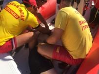 Denizde Fenalaşan Adamı Boğulmaktan İtfaiye Kurtardı