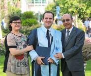 YAŞAR ÜNIVERSITESI - Görme Ve Kısmi İşitme Engelli Genç 3,5 Yılda Hukuk Fakültesini Bitirdi