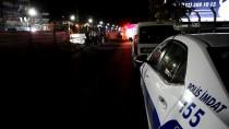 SUBAŞı - Manisa'da Otomobil Yol Kenarındaki Boşluğa Düştü