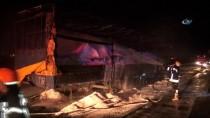 İTFAİYE ARACI - Plastik Madde Yüklü Tırda Önce Patlama, Sonra Yangın