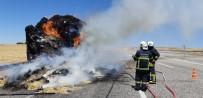 MEHMET ASLAN - Saman Yüklü Traktör Römorku Yanarak Kül Oldu