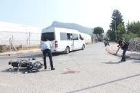 AKDENIZ ÜNIVERSITESI - Antalya'da Trafik Kazası Açıklaması 1 Yaralı