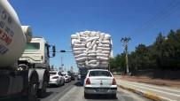Saman yüklü kamyonlar tehlikeli yolculuğu