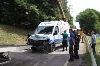 DİREKSİYON - Hastaya Yetişmeye Çalışan Ambulans Kaza Yaptı