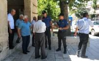 KARAOĞLAN - Polis Vatandaşa Soğuk Limonata İkram Etti