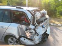 KÜPLÜ - Tırın Arkadan Çarptığı Otomobildeki 2 Çocuk Yaralandı