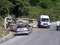 Yolcu Minibüsü Devrildi Açıklaması 8 Yaralı