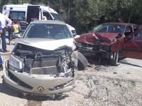 Burdur'da 2 Otomobil Kafa Kafaya Çarpıştı Açıklaması 8 Yaralı