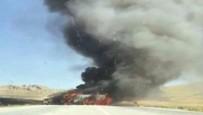 TENDÜREK DAĞI - Doğubayazıt'ta PKK'lı Teröristler 4 Aracı Ateşe Verdi