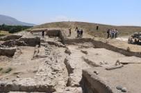 RESTORASYON - Kınık Höyükte 6 Bin Yıl Öncesine Ait Pers Tapınağı Bulundu