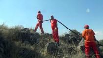 YANGIN HELİKOPTERİ - Konya'da Erozyon Sahasında Yangın