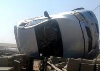 DİREKSİYON - Otomobil Devrildi Açıklaması 2 Yaralı