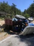 DİREKSİYON - Traktör Devrildi Açıklaması 5 Yaralı