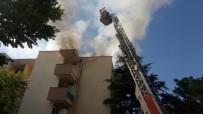 DEMİRYOLLARI - Zift Kağıtlarının Tutuştuğu Çatıda Yangın Çıktı