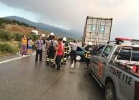 KUZUCULU - Hatay'da Otomobil Tıra Çarptı Açıklaması 3 Ölü, 1 Yaralı